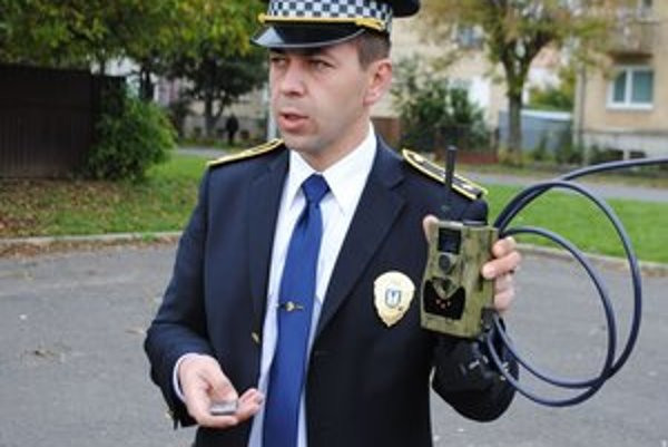 Fotopasca. Nasníma výtržníkov, vandalov a policajtom odošle MMS alebo fotku.
