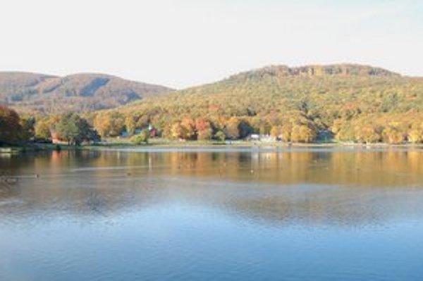 Vinianske jazero. Obľúbené rekreačné stredisko by mohlo v budúcnosti získať novú tvár.