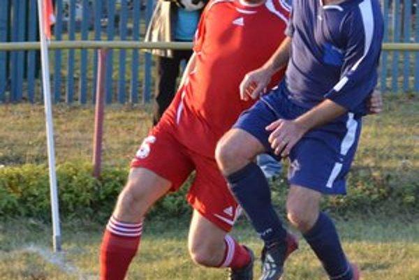Kapitán OŠK Vinné. Marián Makeľ (vľavo) pomohol tímu šiestimi gólmi.