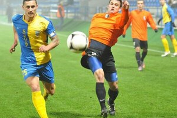 Sklamaný kapitán. Pavol Jurčo (vľavo) kritizoval svoje mužstvo.