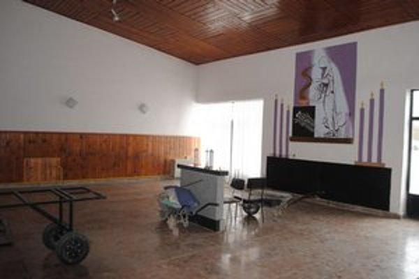 Dom smútku v Strážskom. Rekonštrukcia potrvá 5 mesiacov. Pohrebné obrady budú len v kostoloch.