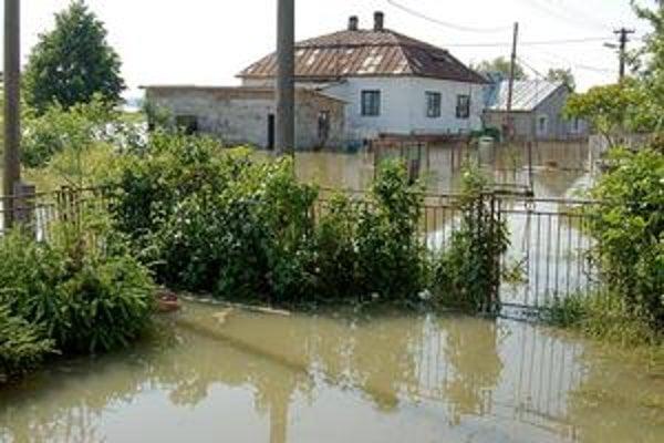 Obec postihnutá záplavami. Neznámy človek sa cez internet snaží zneužiť výzvu na pomoc Markovciam, kde museli kvôli záplavám evakuovať takmer 250 ľudí.