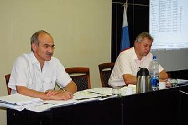 Bývalý tandem. Primátor Vladimír Dunajčák (vľavo) odvolal prednostu Miroslava Kačura (vpravo).