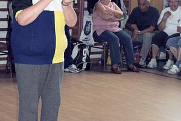 Beh s vajíčkom na lyžičke. Nešlo o rekordy, ale o možnosť zašportovať si. Na snímke 77-ročná súťažiaca Romana Jacková.