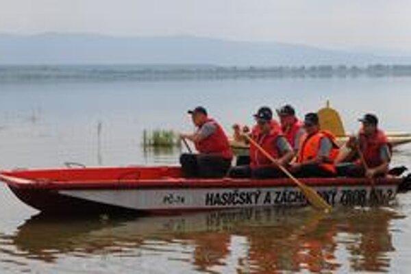 Hasiči opäť na vode. Na Šírave precvičovali situácie, ktoré zažili aj počas povodní.