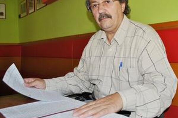 Vladimír Rim. Na Obvodnom úrade v Humennom sa sťažuje na chovanie starostu. Ten pre zmenu podal trestné oznámenie.