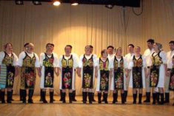 Zaujali a roztlieskali. Horehronské spevy zemplínskych divákov zaujali - rovnako tlieskali ženskej aj mužskej speváckej zložke.