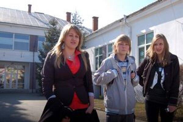 Majú to za sebou. Monitor včera absolvovali aj Sandra, Michal a Nika (na snímke). Priznali, že ťažšia bola matematika.