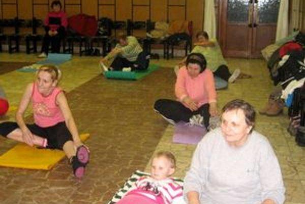 Cvičia odušu. Seniorkám z Lastomíra učaroval pilates.