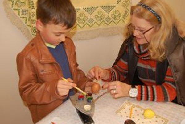 Deti si vyskúšali rôzne techniky zdobenia.
