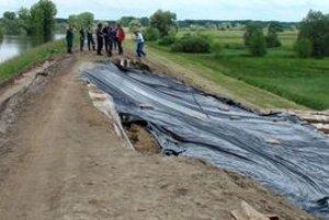 Najviac ľudí si našlo prácu na protipovodňových opatreniach v okrese Trebišov.
