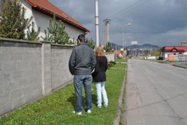 Filip a Veronika. Pred múrom, kde ich údajne zbili.