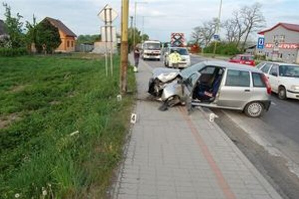 Havária. Pri prevoze do nemocnice vodič zraneniam podľahol.