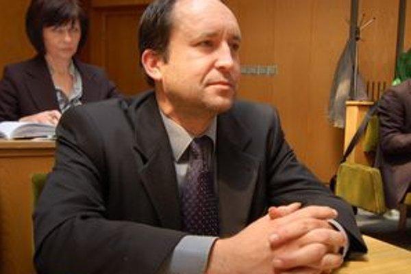 Novým kontrolórom sa tesnou väčšinou hlasov stal Juraj Lenhardt.