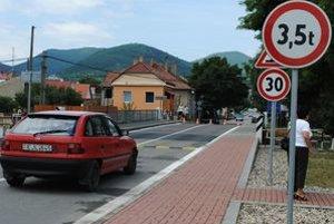 Slovenské Nové Mesto. Do Maďarska sa dostanete autom už priamo v obci.