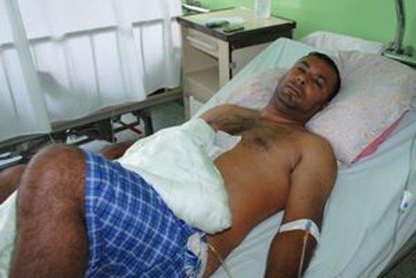 Ivan Ladič útok rodinného klanu z Čičaroviec prežil, ale má poranené brucho.