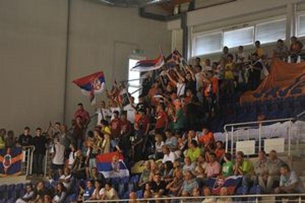 Srbskí fanúšikovia vytvorili v Michalovciach výbornú atmosféru. Chemkostav aréne počas uplynulého víkendu praskala vo švíkoch.