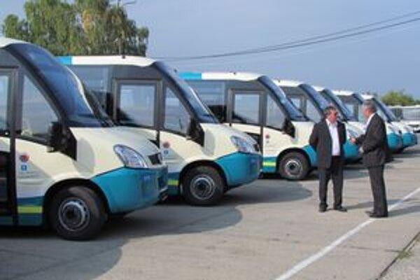 Deväť nových autobusov. Zvýšia kultúru cestovania v Zemplíne.