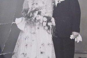 """Svadobná fotografia. Manželia si povedali svoje """"áno"""" pred 50 rokmi."""