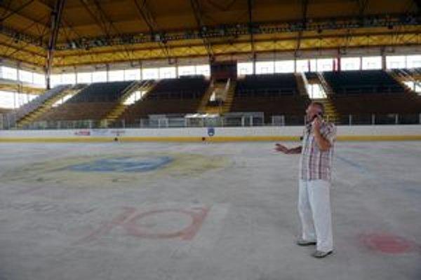 Medzi položkami na predaj je aj trebišovský zimný štadión.
