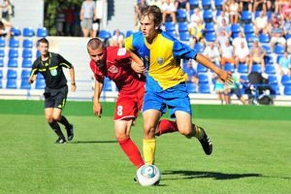 Michalovčania nastúpia proti Ružomberku B. Peter Jakubčo (vpravo) verí v návrat na prvé miesto.