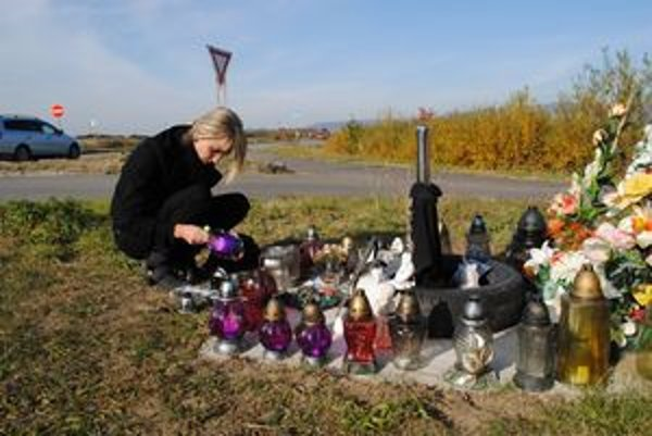 Križovatka. Pri autonehode tu zomrel len 24- ročný Janko Vataha z Lúčok.