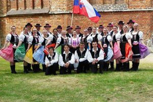 Folklórny súbor Svojina. Michalovce reprezentovali v Poľsku, Srbsku, Belgicku a na Ukrajine.