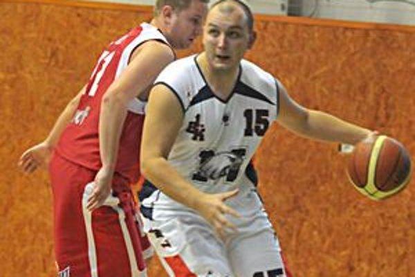 Michalovčan Michal Maškulík. V Krompachoch zaznamenal 11 bodov.