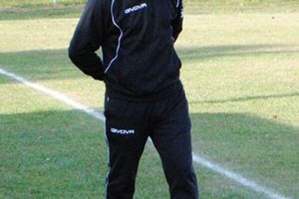 Tréner Čičaroviec Attila Szabó. Jeho mužstvo bude zimovať na štvrtej priečke.