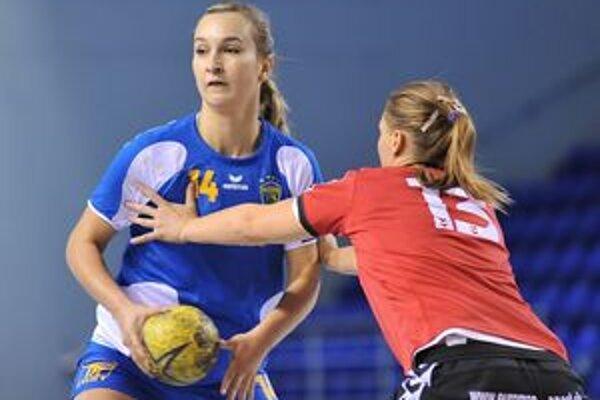 Posila zo ženského družstva. Martina Bačíková (vľavo) dnes pomôže juniorkám.