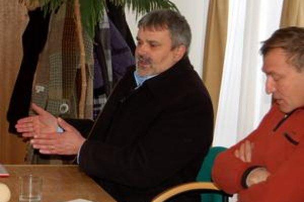 Nagy za, Berta proti. D. Nagy (v kabáte) z koalície zmenu cien chce, Bertovi z opozície sa to nepozdáva.