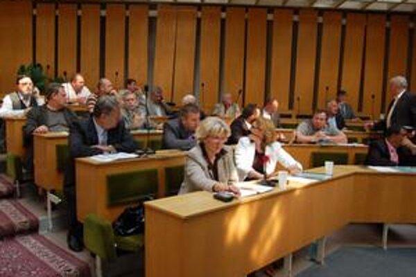 Z 24 poslancov len 15 predaj práčovne podporilo. Zvyšní 9 boli proti, zdržali sa alebo nehlasovali.