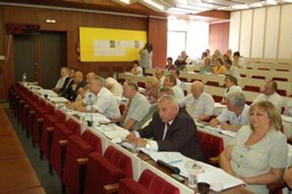 Poslanci. Zákazku za viac ako 3,4 milióna eur odklepli firme FIN M.O.S., a. s.