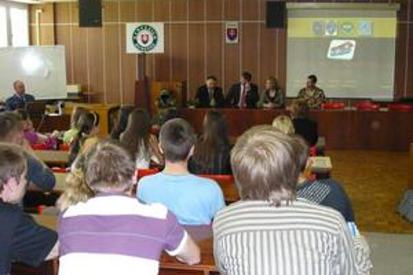 Začiatok. Záber z úvodu prednášky ministra Jaroslava Bašku