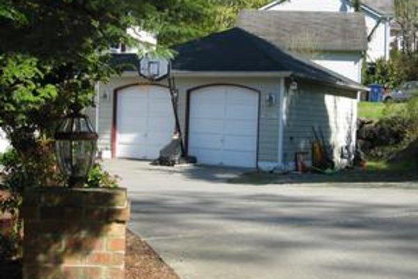 Firma sídlila v tejto garáži.
