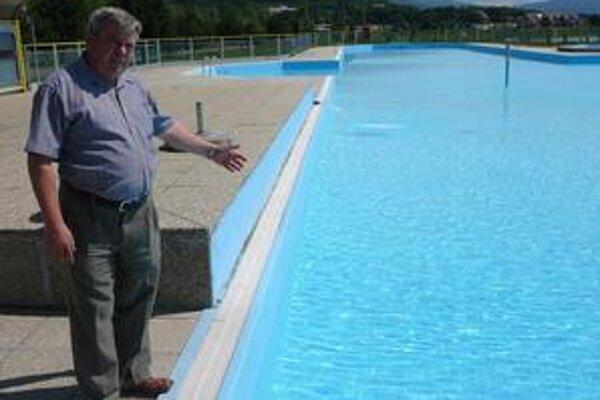 """Stredisko Kaluža. """"Bazén je už pripravený,"""" hovorí starosta Ján Čuchran."""