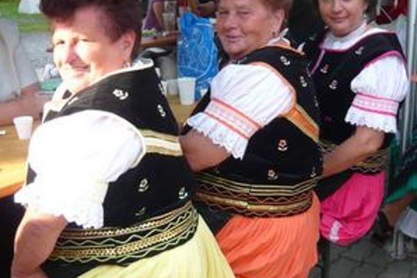 Ruňanka. Speváčky z obce Runina po vystúpení, ktorým roztlieskali publikum, vysmädli.