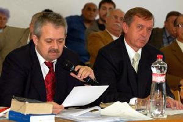 Prokurátor bol pri tom. Trebišovský okresný prokurátor F. Bicko bol priamym svedkom prijatia uznesení 6. septembra 2007. Vtedy zaujal stanovisko, že je to zákonné. Generálna prokuratúra dospela k inému názoru.