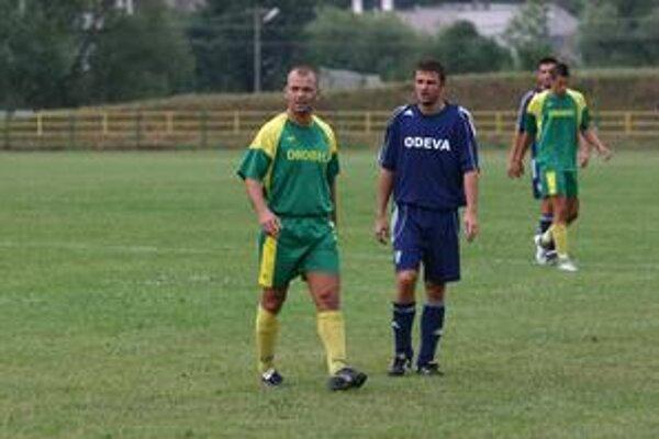 Marek Lukáč. Kapitán sninského lídra (vľavo).