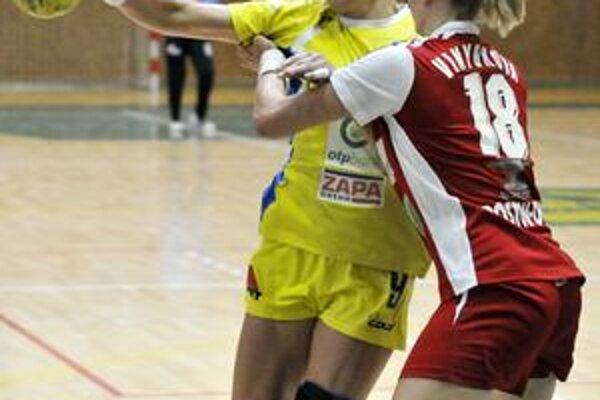 Torzo. Pivotka Lívia Kalaninová (s loptou) je jedna z minima zdravých hráčok v Iuvente.