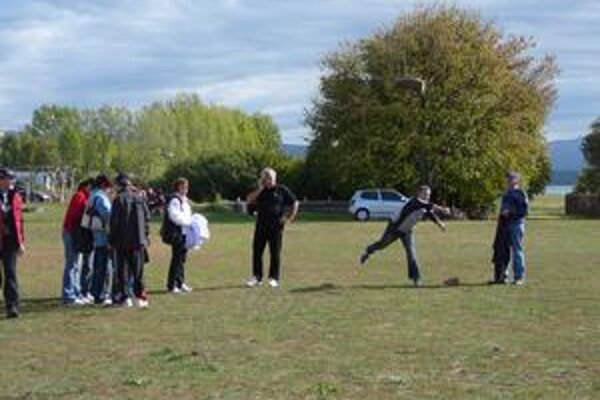 Úradníci relaxovali a športovali na Zemplínskej šírave.