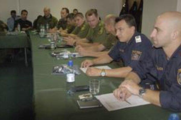 Rabit tím. Na hranici hliadkovali policajti z Belgicka, Nemecka, Lotyšska a ďalších krajín EÚ.