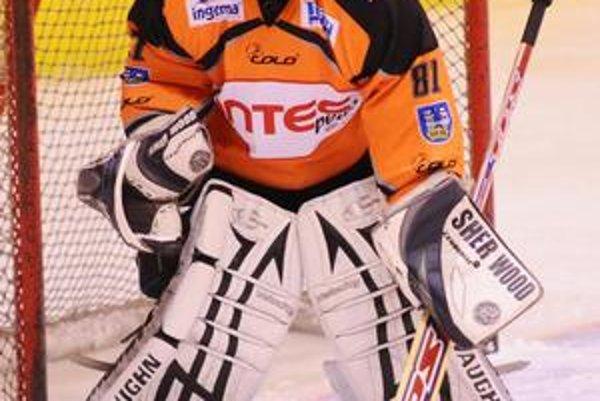 Skvelý výkon. Peter Babkovič čelil v Detve 50 strelám, z ktorých inkasoval jediný gól.
