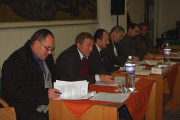 Mestskí poslanci. Schválili projekty za 210-tisíc eur.