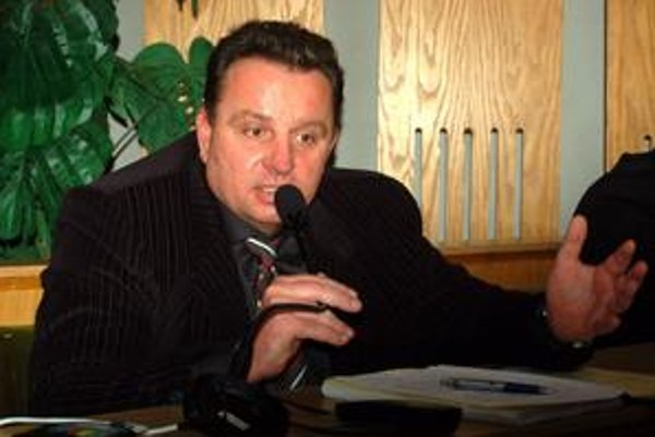 Jediný. Z 10 trebišovských mestských poslancov sa do krajského parlamentu dostal len jediný – nezávislý Ivan Hrdlík.