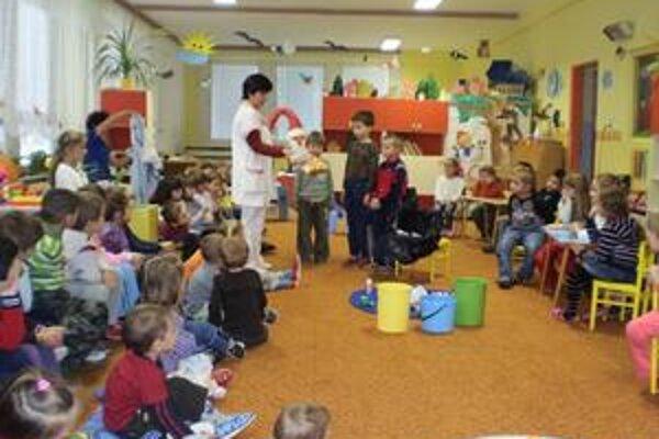 Separovanie v škôlke. Do týždňa aktivít za menej odpadu sa zapojili aj malí škôlkari.