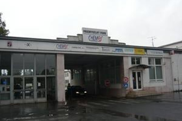 Podniky v Humennom. Väčšina najväčších sídlila v priemyselnom parku Chemes. Hromadným prepúšťaniam a problémom s odbytom sa nevyhli ani tu.