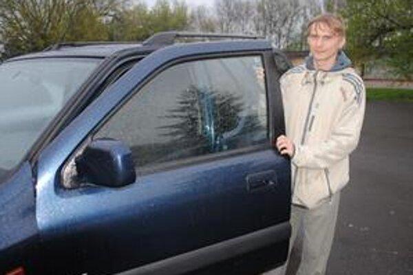 Janko Pavlovič s kolegami cestoval z V. Británie 50 hodín. Bola to ich najdlhšia služobná cesta.