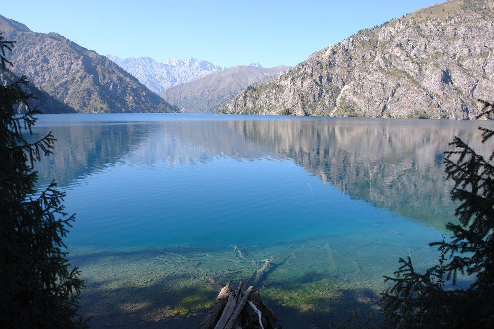 Jazero  Sary-Chelek v Kirgizsku