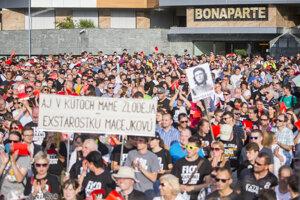 Ďalší protest pred Bonaparte.